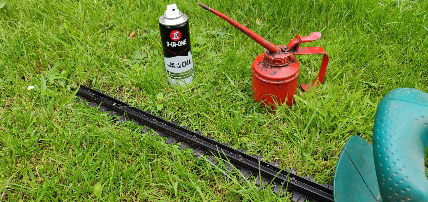 How To Clean Your Hedge Trimmer